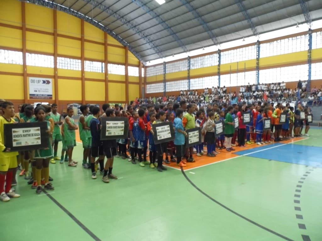 Treze escolas mandaram representantes para a abertura dos jogos. Foto: João Thomazelli/Portal 27