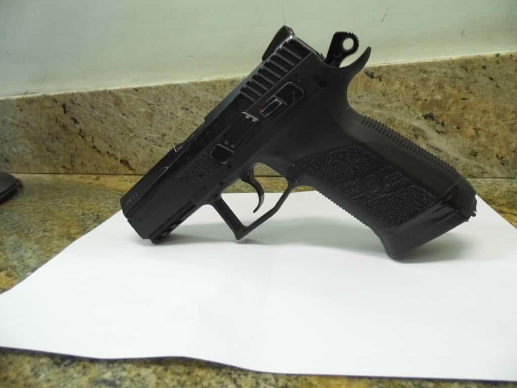 A arma usada no assalto é bem similar a uma de verdade. Foto: João Thomazelli/Portal 27