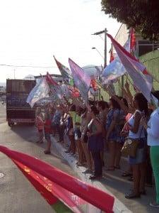 A manifestação acabou em frente ao CMEJA. Foto: João Thomazelli/Portal 27