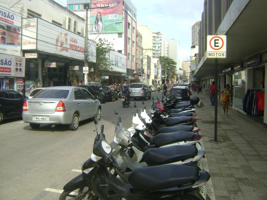 A avenida Dr. Roberto Calmon, no Centro, é uma das ruas onde será cobrado o rotativo em Guarapari