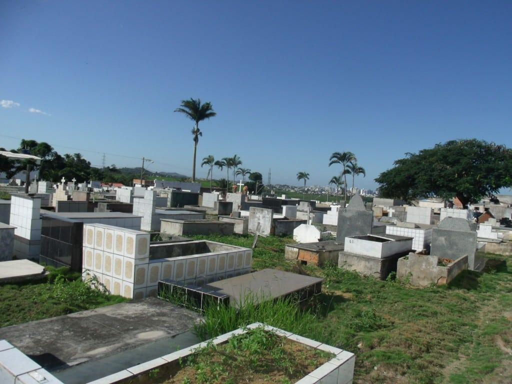 O vereador Jorge Figueiredo, o cemitério São Tobias foi construído em 1974, há cerca de 41 anos e naquela época, existiam em torno de 20 mil habitantes em Guarapari. Hoje o total já ultrapassa 120 mil.