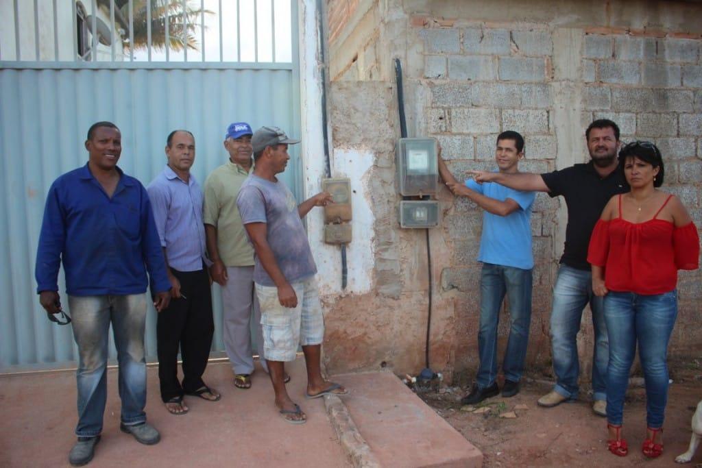 Moradores do Bairro querem pagar pela energia elétrica, mas não podem. Foto: João Thomazelli/Portal 27