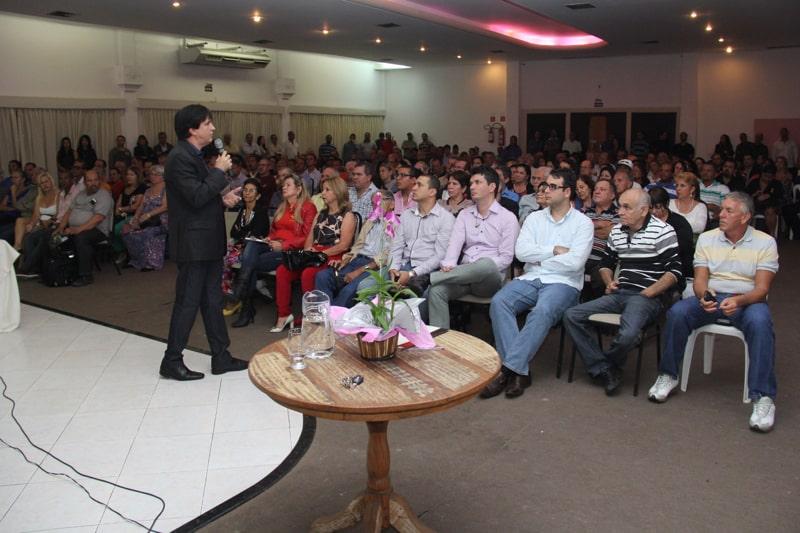 O auditório do Guará Centro de Eventos ficou lotado. Foto: Thiers Ahouagi