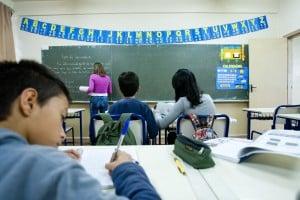 Foi aberto o  concurso público com 1.100 vagas para professor, com lançamento do edital previsto para o segundo semestre.