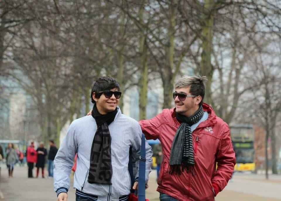 Pedro e Billy adoram viajar. Foto: Arquivo Pessoal.