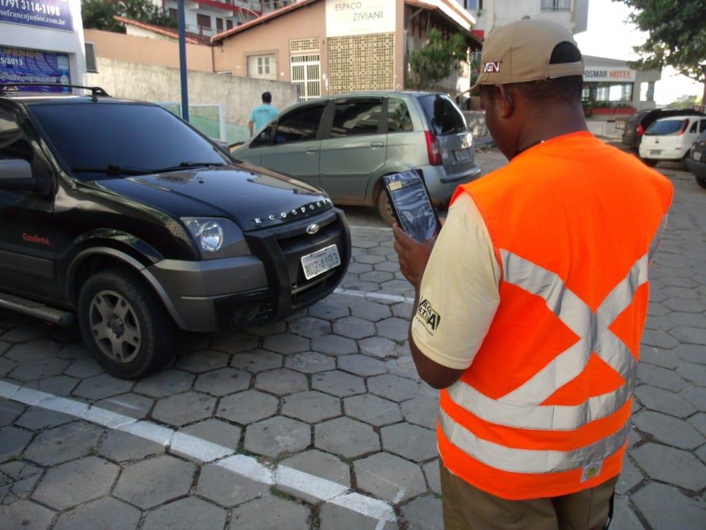 A empresa VGN retirou os seus funcionários que estavam realizando orientações aos motoristas nas ruas dos Centro e do Parque Areia Preta. Foto: Vinícius Rangel.