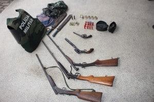 A polícia apreendeu as armas depois de uma denúncia anônima. foto: João Thomazelli/Portal 27