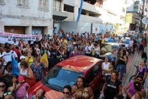 A rua Getúlio Vargas foi interditada pelos manifestantes. Foto: João Thomazelli/Portal 27