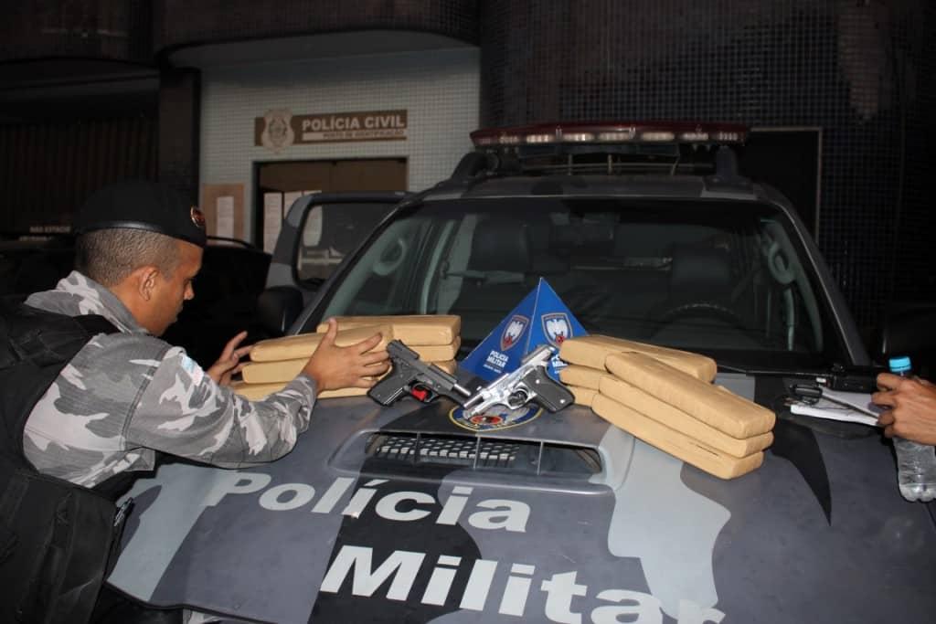 A droga estava dentro de um carro e as armas estava no apartamento da família de traficantes. Foto: João Thomazelli/Portal 27