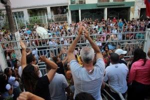 Servidores comemoram rejeição do aumento de 4% proposto pela prefeitura. Foto: João Thomazelli/Portal 27