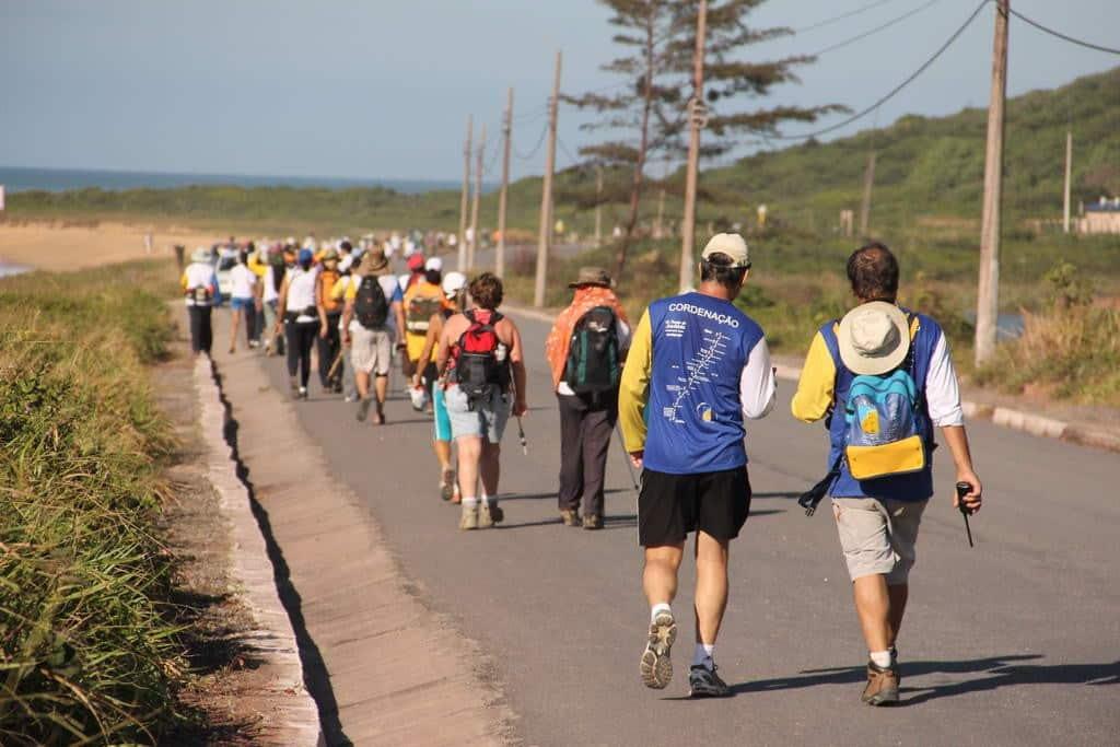 Os andarilhos/peregrinos que percorrem a caminhada são presenteados com lindas paisagens ao longo dos 100 quilômetros.