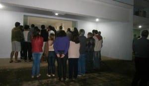 Centenas de pessoas compareceram à missa de corpo presente dos jovens. Foto: João Thomazelli/Portal 27