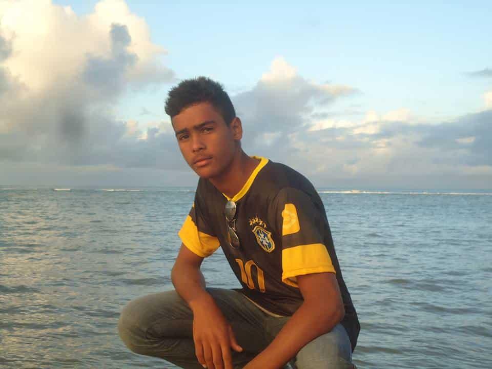 Bruno tinha várias fotos em frente ao mar em sua página em uma rede social. Foto: Facebook.