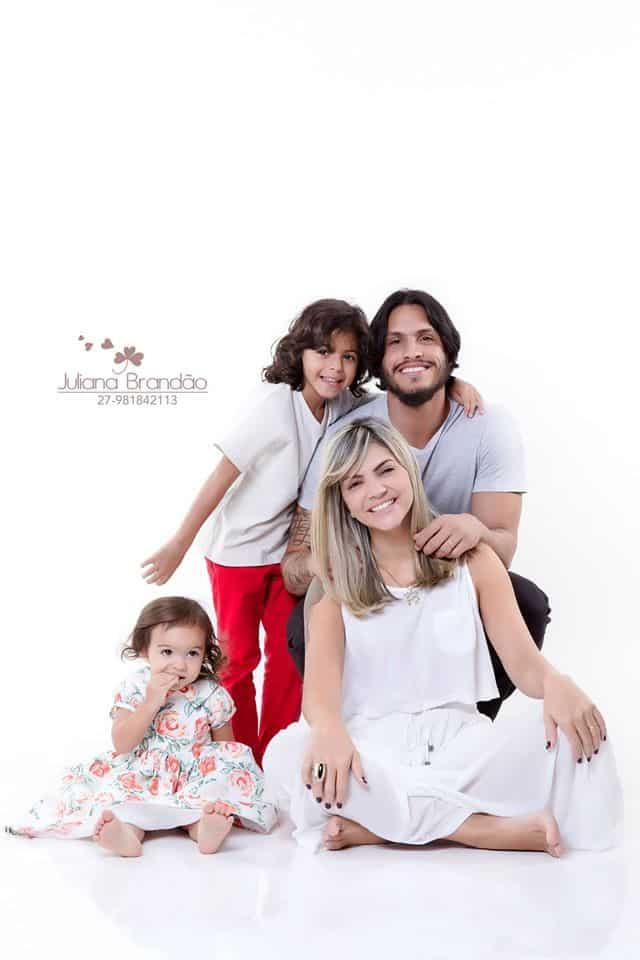 Gabriel, com sua esposa, Lu Paiva, e os filhos, João Gabriel e Maria Tereza. Foto: Arquivo Pessoal.