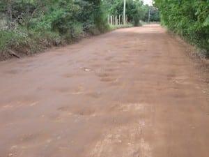 quando não há lama, tem buraco. Foto: João Thomazelli/Portal 27