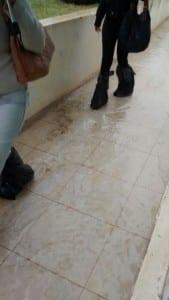 Na unidade de saúde de Meaípe, só com sacolas nos pés.