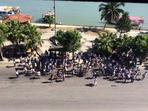 Alunos do Polivalente fazem passeata no Centro de Guarapari.