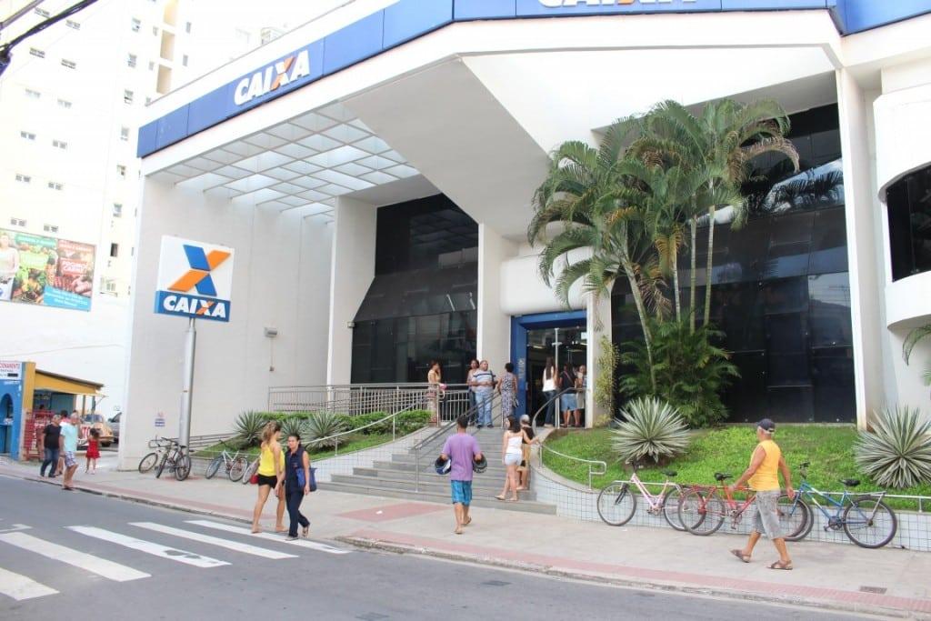 A agressão aconteceu por volta das 11h40 dentro da agência da Caixa no Centro de Guarapari. foto: João Thomazelli/Portal 27