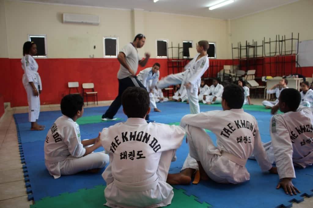 os alunos recebem aulas de três artes marciais diferentes. Foto: João Thomazelli/Portal 27