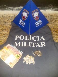 Maconha e crack apreendidos com um menor neste domingo. foto: Divulgação