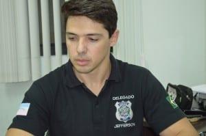 O delegado plantonista Jefferson Wagner Gomes,  autuou Pedro pelo artigo 157, roubo.