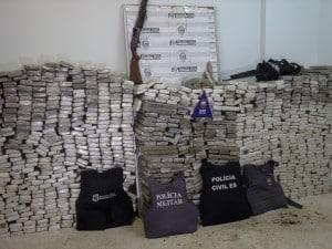 Cenenas de tabletes de maconha, totalizando mil quilos foram apreendidos em Boa Esperança na tarde de hoje. Foto: João Thomazelli/Portal  27