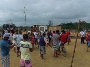 Desde as primeiras horas da manhã os moradores começaram a se reunir no local. Foto: João Thomazelli/Portal 27