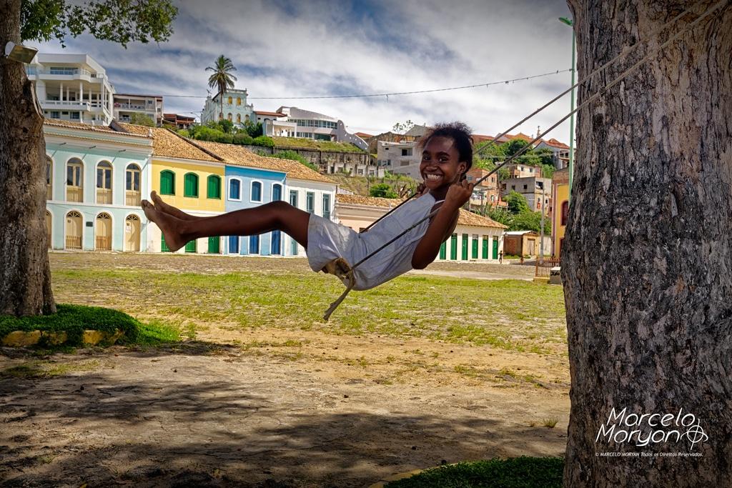 Criança brinca no Porto de São Mateus - Fotografia: Marcelo Moryan