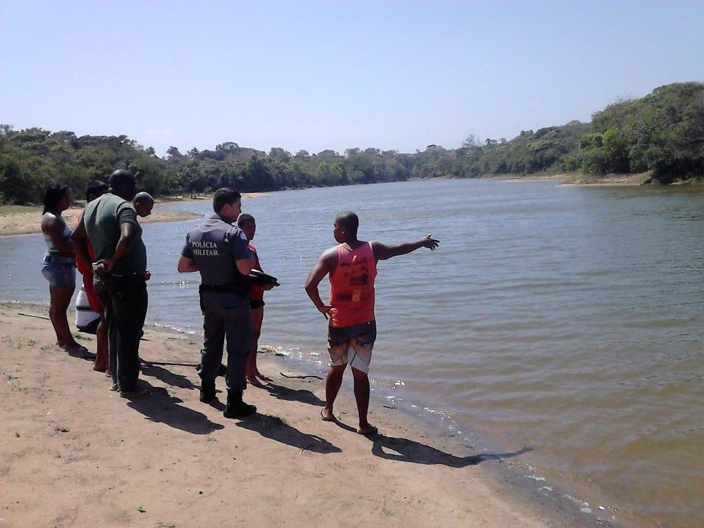 Maike teria entrado na água sem saber nadar. Foto: João Thomazelli/Portal 27