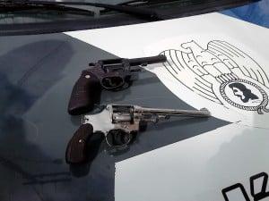 As armas usadas pelso bandidos engravatados foram apreendidas. foto: João Thomazelli/Portal 27