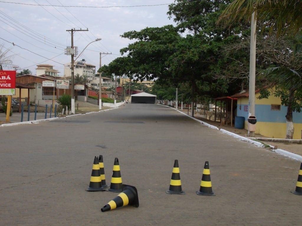A rua que fica na orla da praia foi interditada nesta quinta-feira, mas o evento só ocorre no domingo. Foto: João Thomazelli/Portal 27