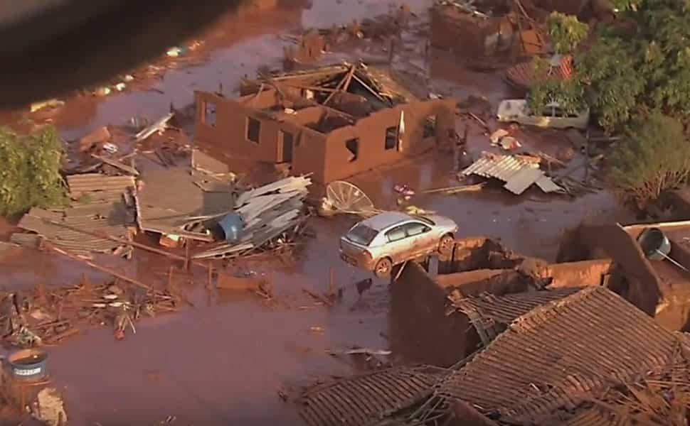 O rompimento da barragem de rejeitos da mineradora Samarco, causou uma enxurrada de lama que inundou várias casas no distrito de Bento Rodrigues, em Mariana, na Região Central de Minas Gerais.