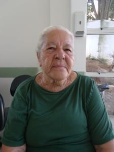 Dona Iraci já tentou mostrar o exame de sangue três vezes, mas o médico não aparece. Foto: João Thomazelli/Portal 27