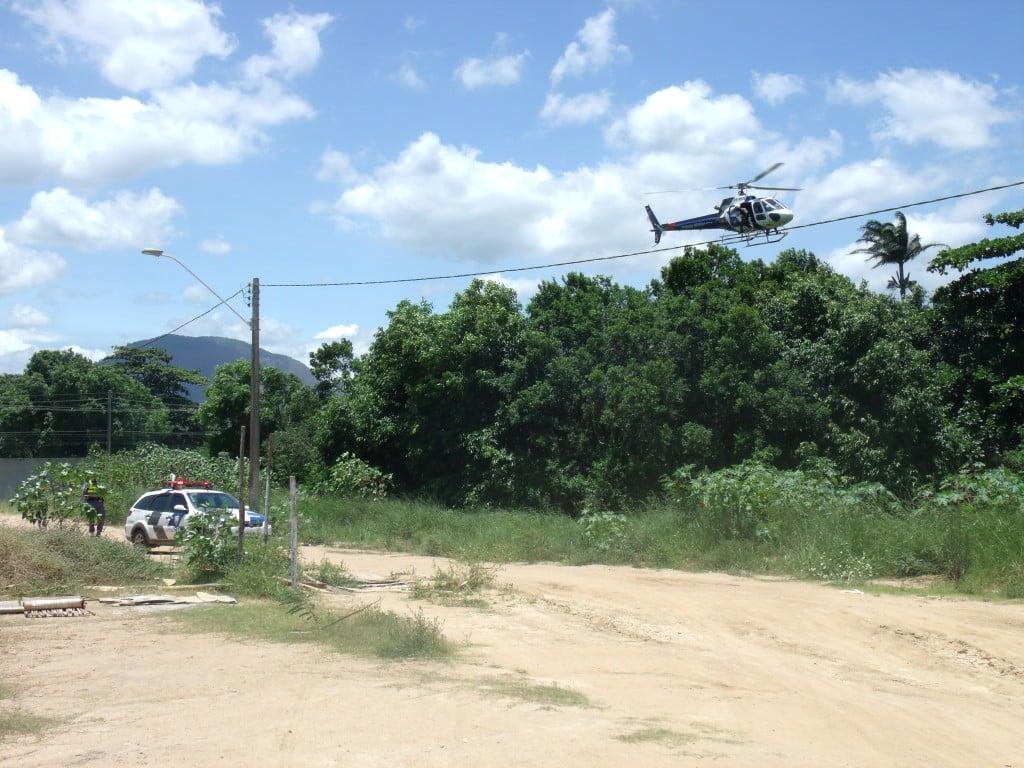 Policiais fizeram buscas pelo ar e por terra, mas não localizaram o menor que atirou neles. foto: João Thomazelli/Portal 27