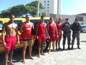 Bombeiros, guarda-vidas e policiais militares se mobilizaram para retirar o corpo da água. Foto: João Thomazelli/Portal 27
