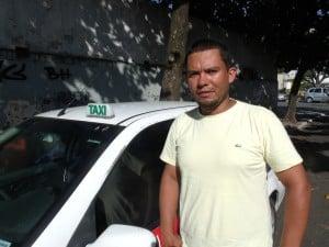 Valtair teve o para-brisa do táxi quebrado durante uma discussão entre um funcionário e um taxista de outra cidade. Foto: João Thomazelli/Portal 27