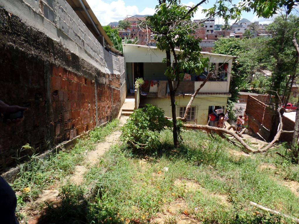 Os assassinos entraram pelo quintal da casa de Fábio. foto: João Thomazelli/Portal 27
