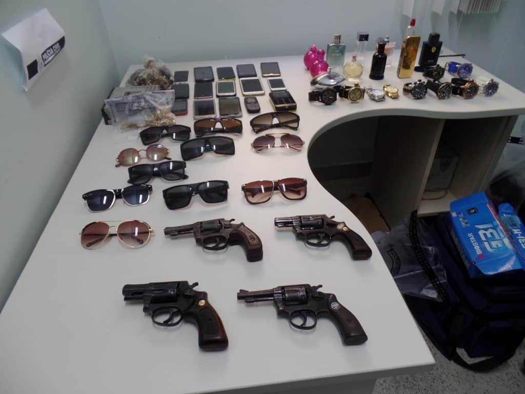 Foram recuperados vários celulares, relógios e óculos, além de perfumes de grife e jóias. foto: João Thomazelli/Portal 27