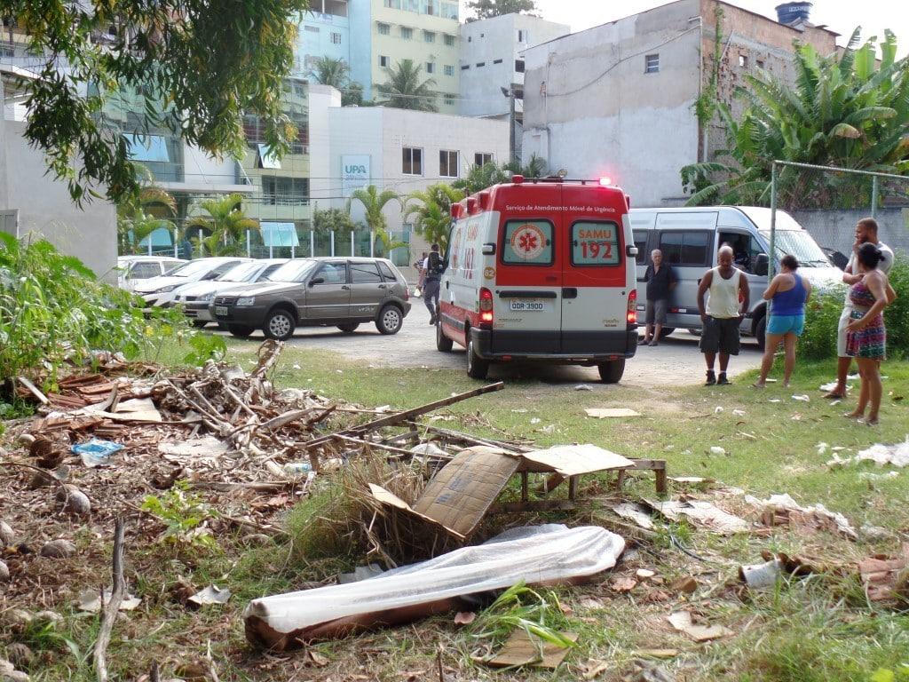 Uma funcionária da Upa chegou a ir ver o homem, mas voltou para dentro sem ajudar. Foto: João Thomazelli/Portal 27
