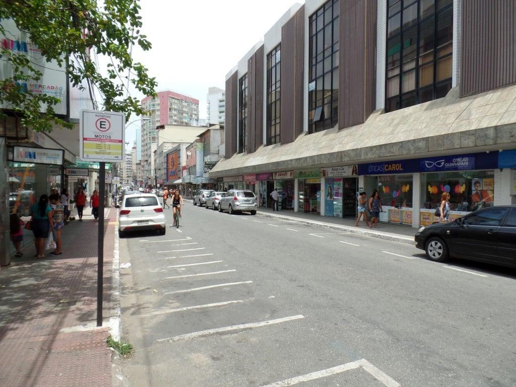Na tarde desta quinta-feira (18) era possível ver várias vagas de estacionamento livres no Centro de Guarapari