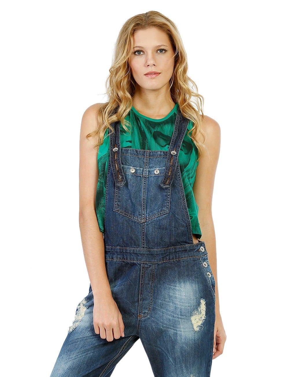 d2d03dffc Isso sem falar nas famosas jardineiras jeans, de preferência mais surradas,  que fazem o estilo mais grunge e para compor é só colocar uma t-shirt branca .