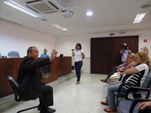 O Promotor de Justça Otávio Grazir ou sugestões e reclamações dos moradores. Foto: João Thomazelli/Portal 27