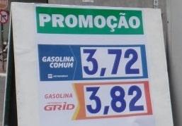 É comum ver placas de promoção ao circular pela cidade. foto: João Thomazelli/Portal 27