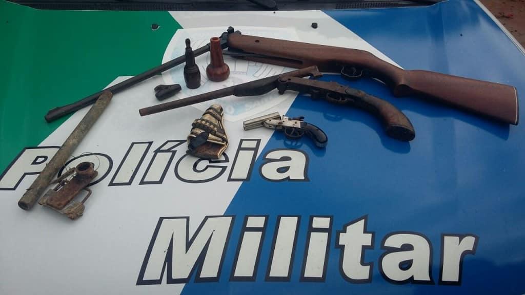 Foram apreendidas três armas e 175 munições de vários calibres. Foto: divulgação