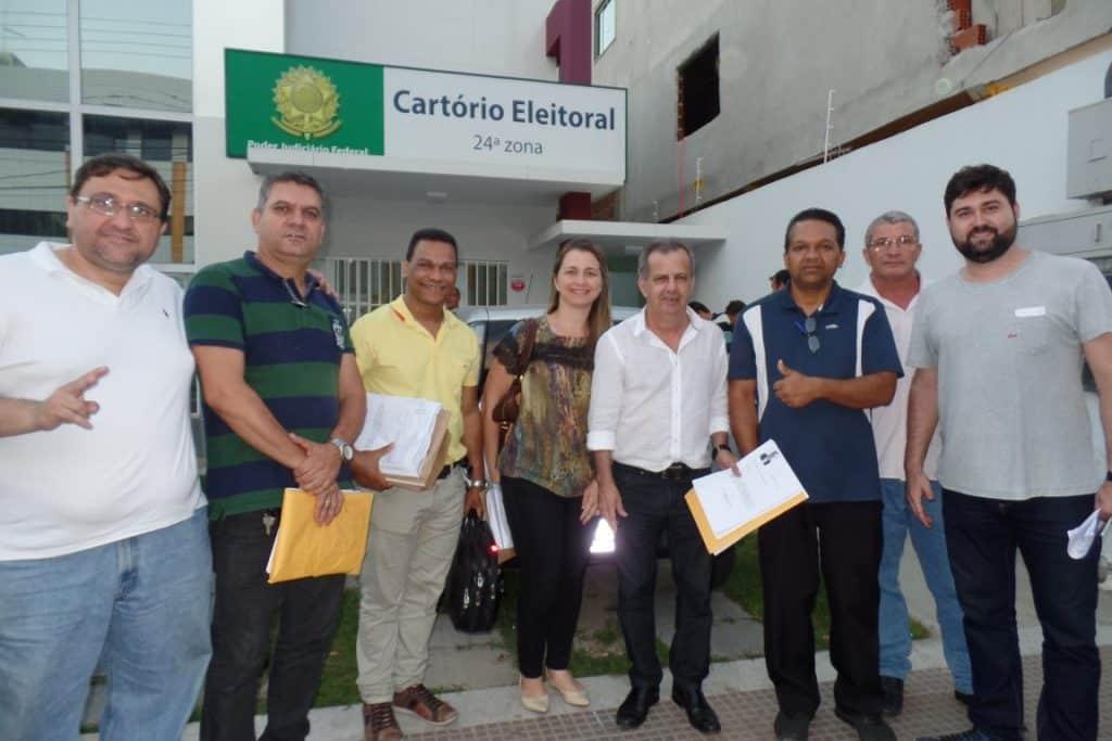 Marquinhos Borges e Lea Wanderkoken foram ao Cartório registrar suas candidaturas. Foto: João Thomazelli/Portal 27