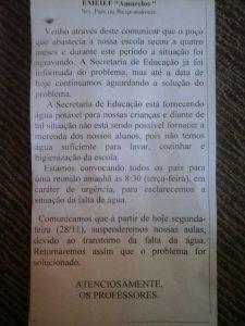 bilhete colado nas agendas dos alunos da escola amarelos
